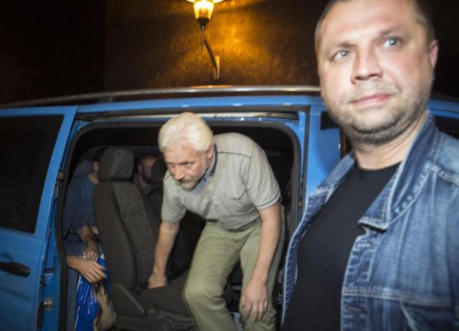 El 'Primer Ministro' de Donetsk, Aleksander Bodaroi, recibe...