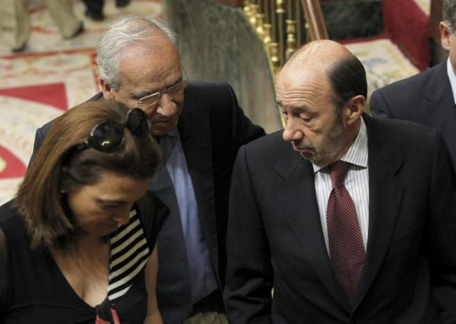 Los diputados socialistas Alfonso Guerra, Soraya Rodríguez y Alfredo...