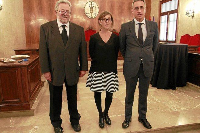 De izquierda a derecha los magistrados Juan Jiménez, Mónica de la...