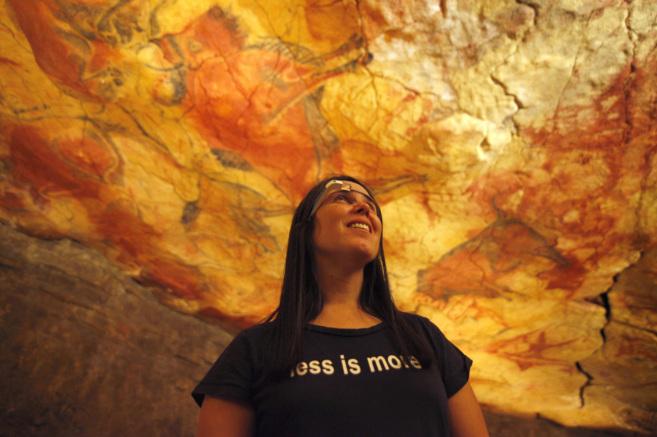 La experta en Google Glass Cecilia Abadie, en las Cuevas de Altamira...