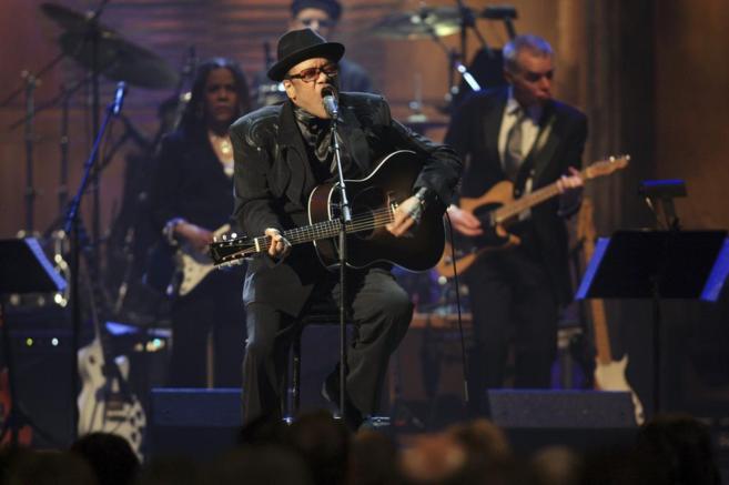 Bobby Womack, durante una actuación en el Salón de la Fama del Rock...