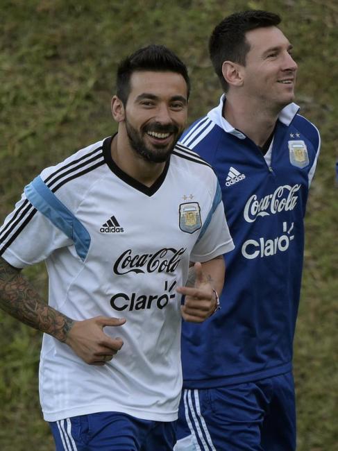 Lavezzi, junto a Messi, durante el entrenamiento.