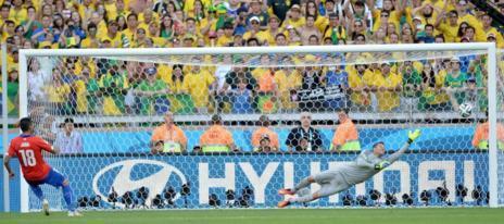 Jara estrelló en el poste el penalti definitivo.
