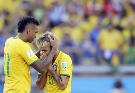 Neymar llora tras convertir el quinto penalti de Brasil.