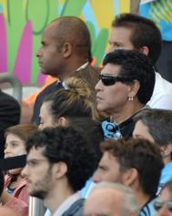 Maradona, viendo un partido del Mundial.