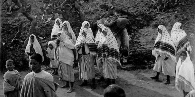 Un grupo de personas retratadas en el Norte de Marruecos. / JOSÉ...