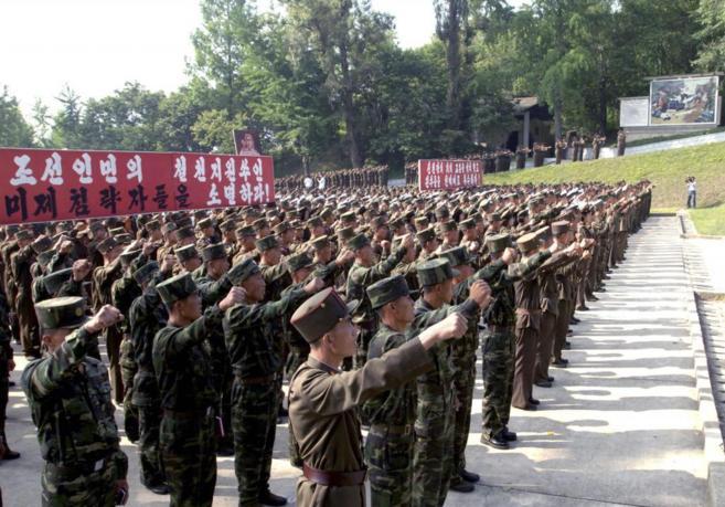 Soldados del Ejército norcoreano en una ceremonia militar