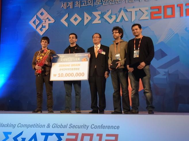 whats, kachakil, uri y dreyer en Codegate 2012 en Seúl.