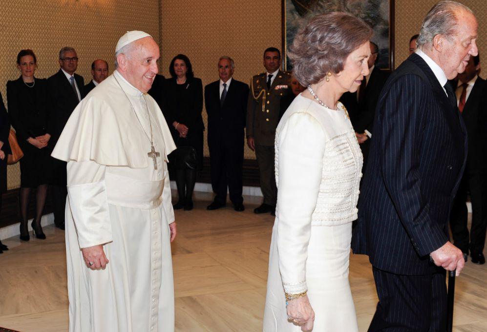 Aunque Doña Letizia no llevaba mantilla este lunes, desde Casa Real...