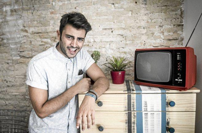El actor de San Juan, Rubén Bernal, que interpreta a DJ Charlie en la...