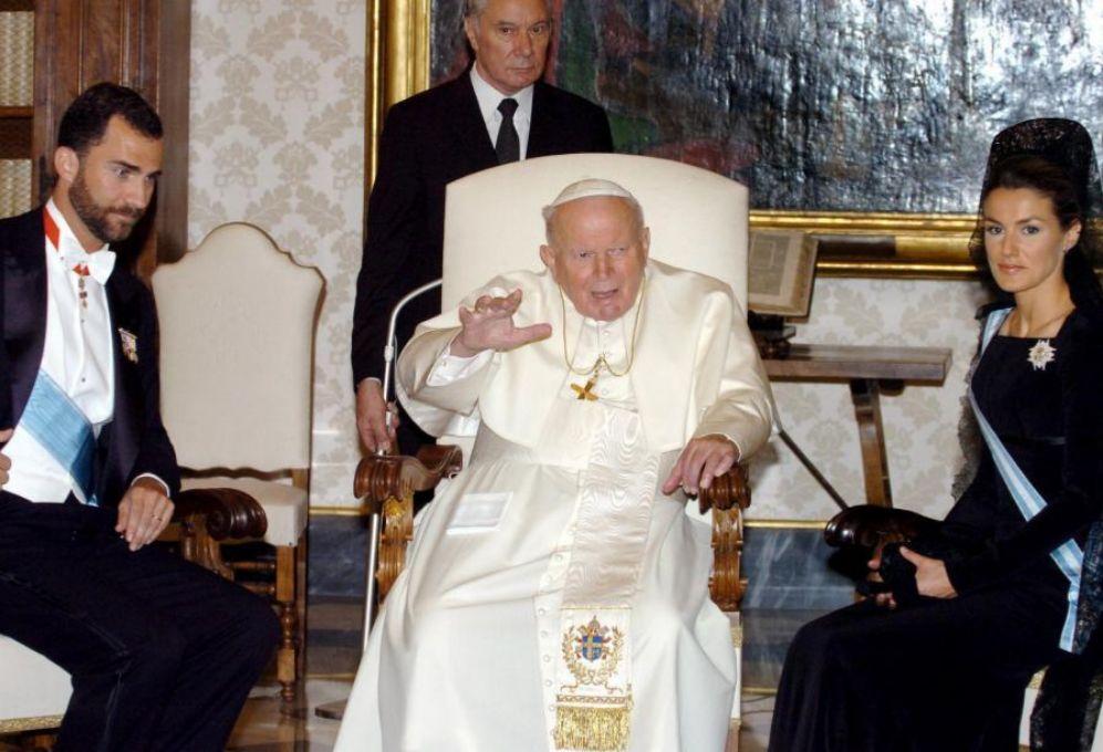 Don Felipe y Doña Letizia ya viajaron al Vaticano en su primer viaje...