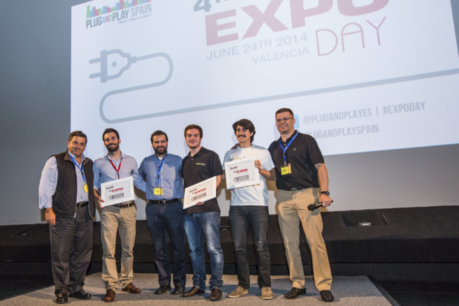Saeed Amid, creador de Plug and Play, con los ganadores del Expo Day.