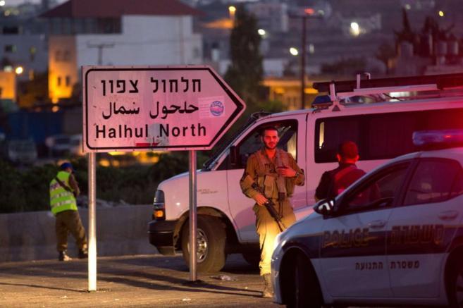 Fuerzas de seguridad israelíes en la zona donde aparecieron los...