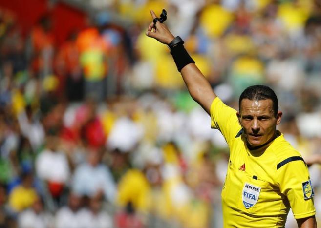 El ábritro argelino Djamel Haimoudi durante el Costa Rica-Inglaterra.