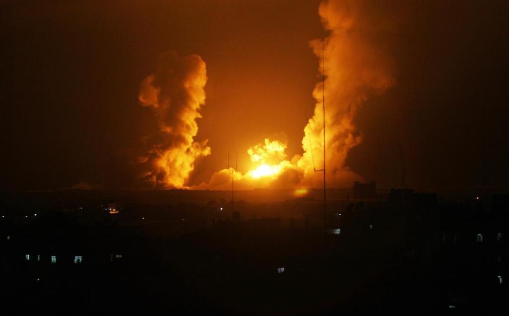 Imagen de uno de los objetivos atacados por Israel en Rafah, al sur de...