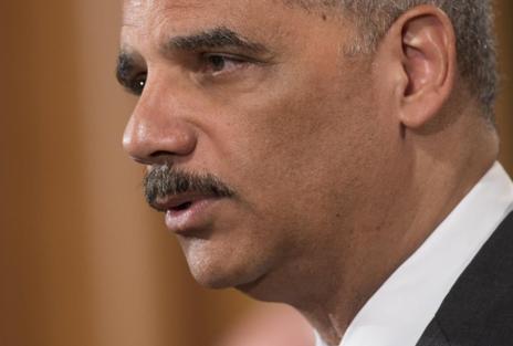 El fiscal general de EEUU Eric Holder anuncia el acuerdo de sanción...