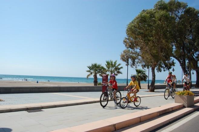 El paseo marítimo es uno de los principales atractivos de esta ciudad