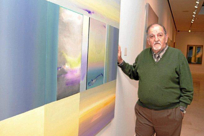 El pintor Dámaso Ruano, en una de sus exposiciones. ELMUNDO.es