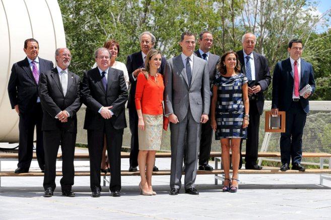 Los Reyes con los ganadores de los Premios Nacionales de Innovación y...