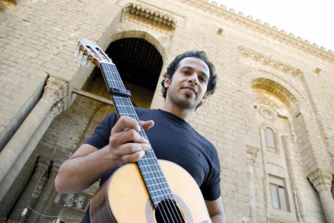 El guitarrista Ali Khattab un día antes de la presentación de su...