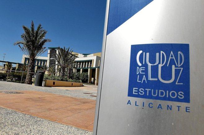 Entrada de los estudios Ciudad de la Luz de Alicante.