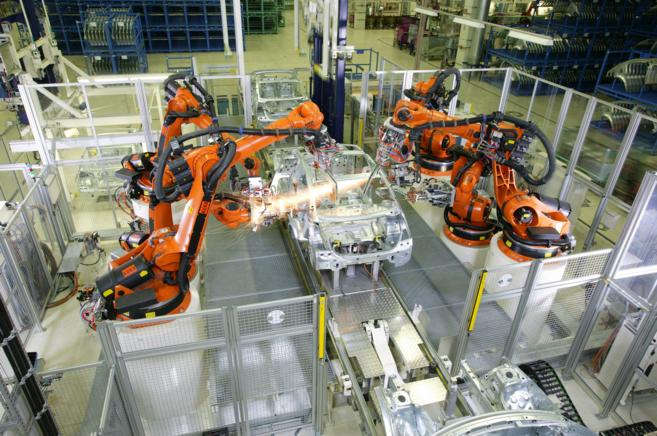 Una planta de automoción, que utiliza los brazos robóticos de la...