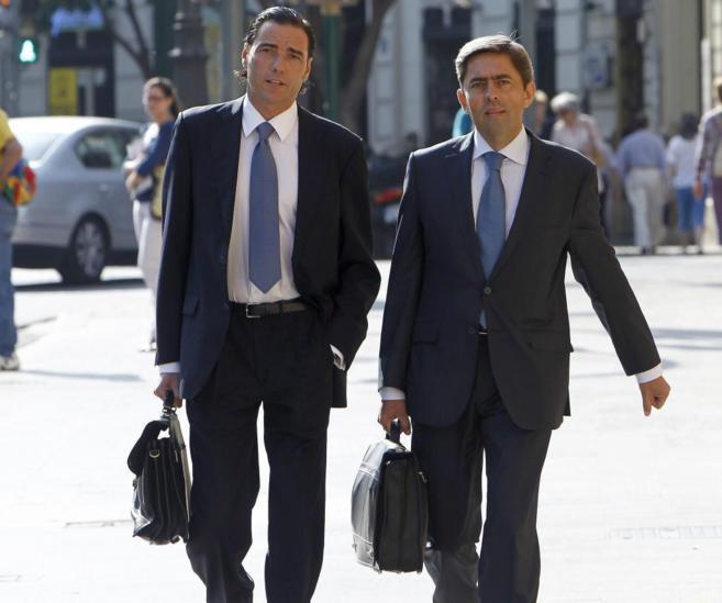 Vicente Rambla, junto a su abogado, cuando compareció ante el TSJ de...
