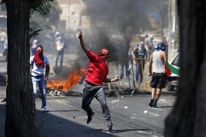 Enfrentamientos entre palestinos y la policía.