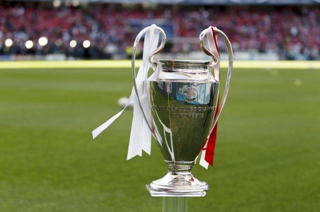 La Copa de Europa, con los colores del Real Madrid y el Atlético de...