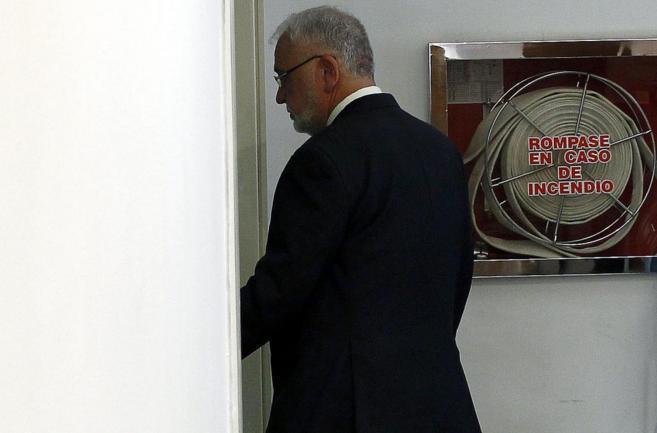 Juan Cotino, en los pasillos de las Cortes Valencianas.