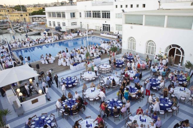 Las terrazas del club momentos antes de la cena.