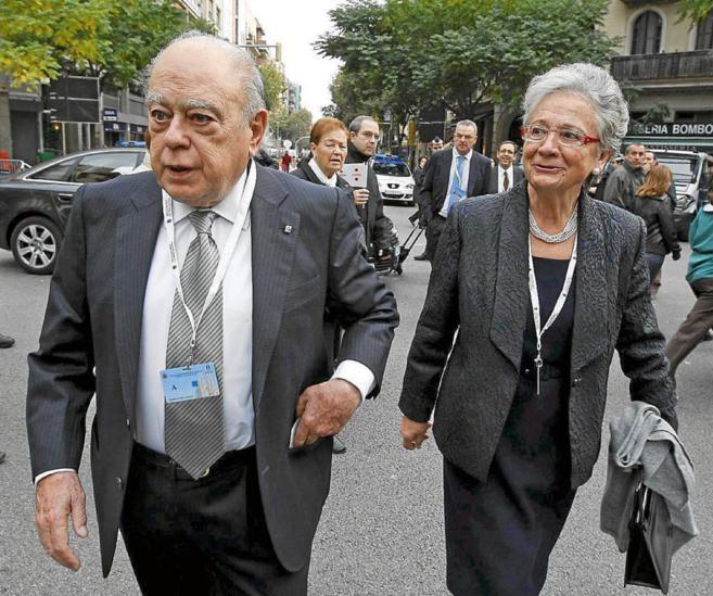 Jordi Pujol junto a su esposa, Marta Ferrusola, a su llegada a un acto...