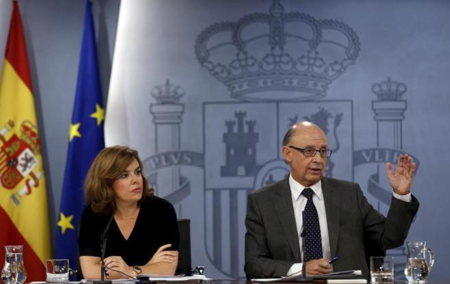 Cristóbal Montoro, ministro de Hacienda, en una rueda posterior al...
