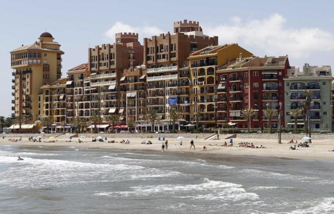 Bloque de apartamentos en primera línea de playa.