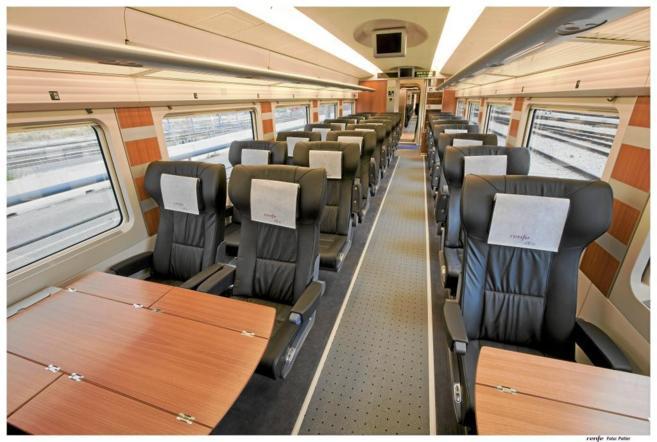 Interior de un vagón de tren AVE