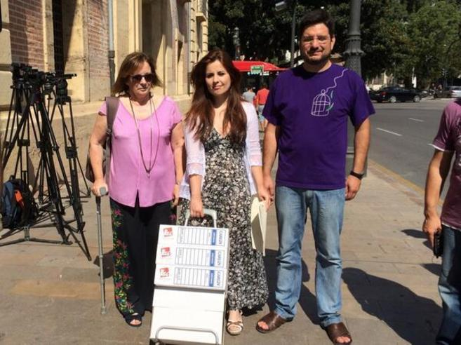 Los diputados de Esquerra Unida Marga Sanz, Esther López Barceló e...