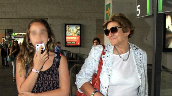 Andrea Janeiro, con su abuela Carmen Bazán.