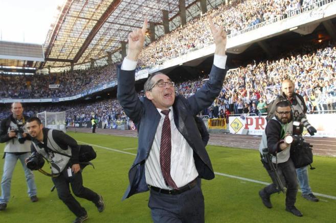 Fernando Vázquez celebrando una victoria con el Deportivo, la pasada...