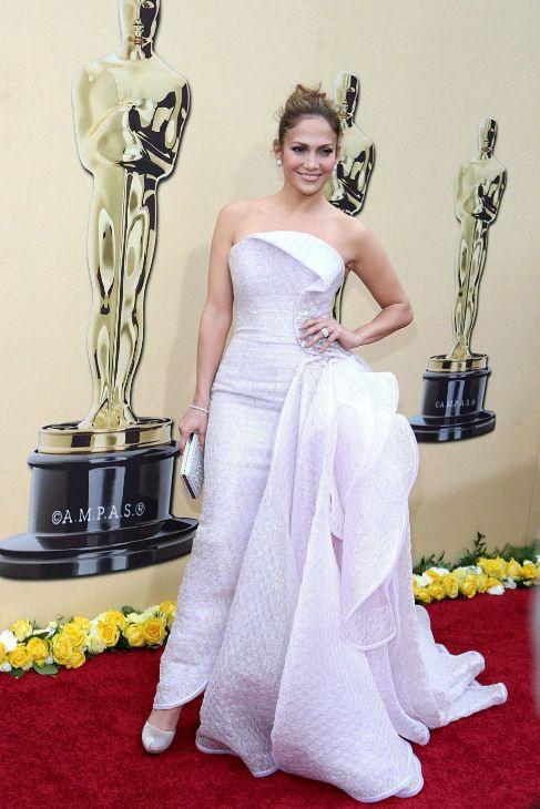 Jennifer Lopez, vestida por Armani Privé en una entrega de los Oscar.