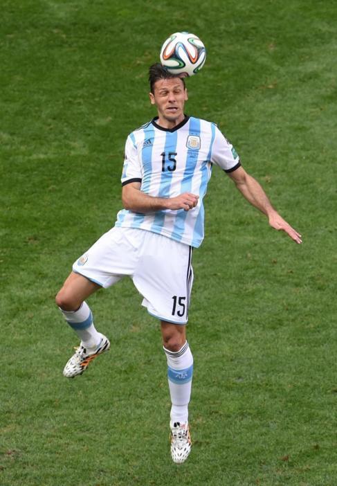 El defensa argentino Demichelis sabe que parar a Robben es vital para...