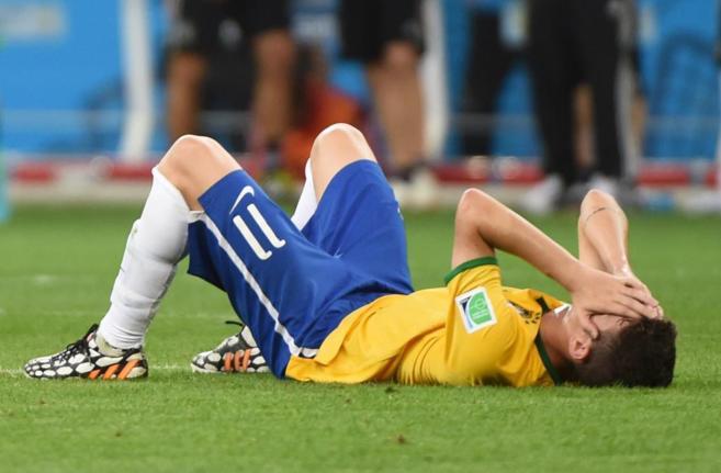 Óscar, tumbado en el suelo tras la mayor derrota de la historia de...