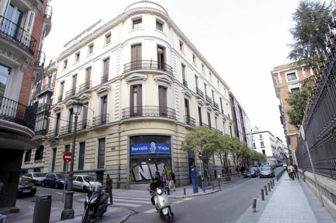 Fachada  del edificio en la calle de Barquillo de Madrid.
