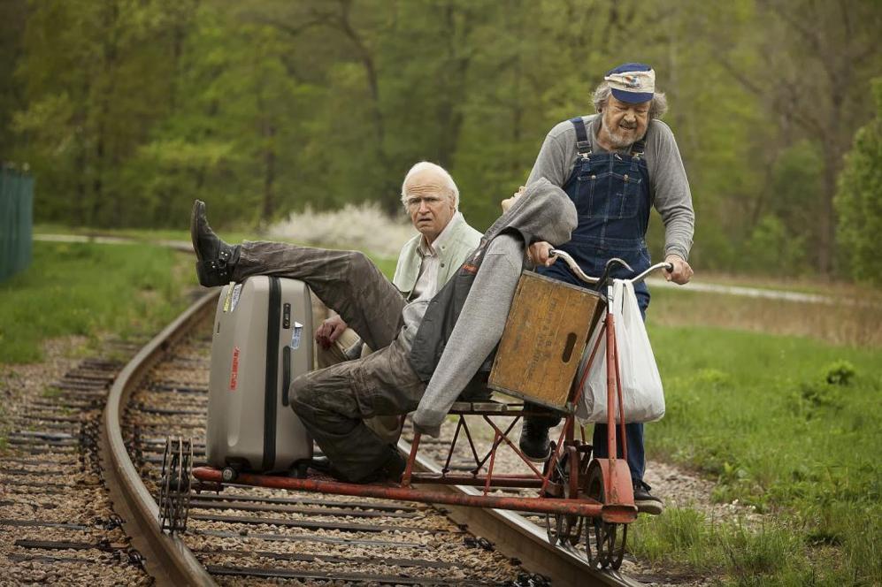 Una escena de la película 'El abuelo que saltó por la ventana y...