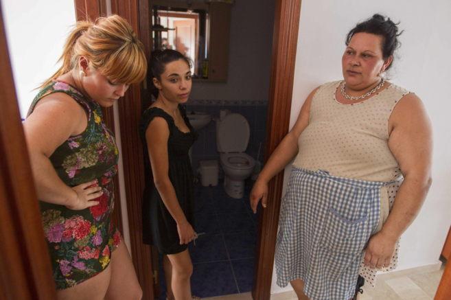 Algunas de las familias 'ocupas' de Sanlúcar de Barrameda,...