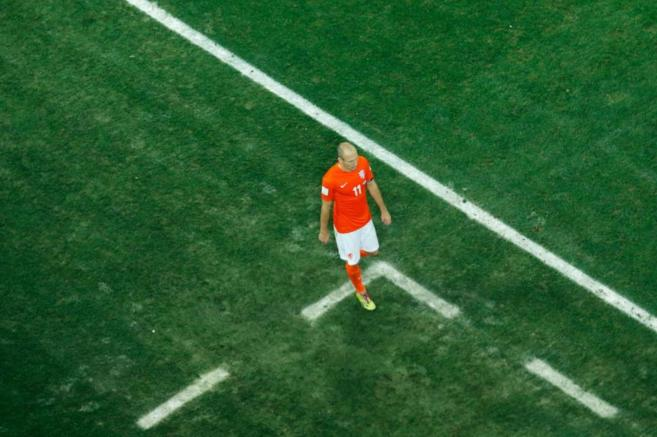 Robben, resignado tras perder el partido en penaltis.