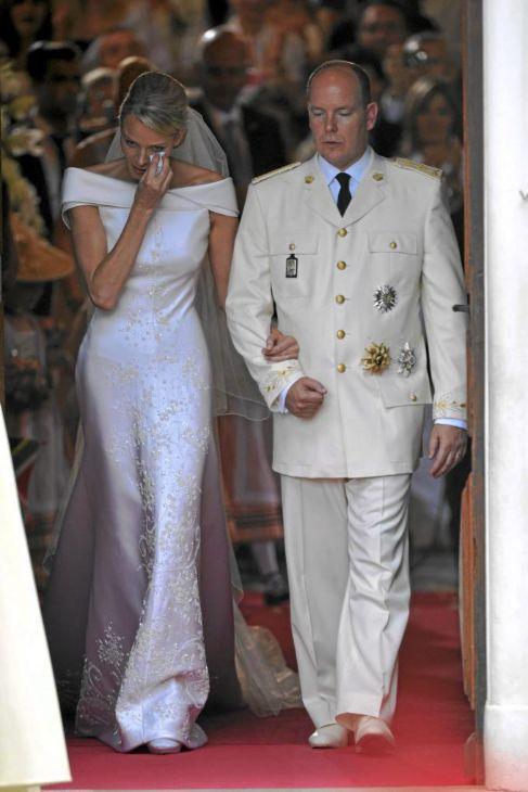 Charlene de Mónaco fue vestida de Armani el día de su boda con...