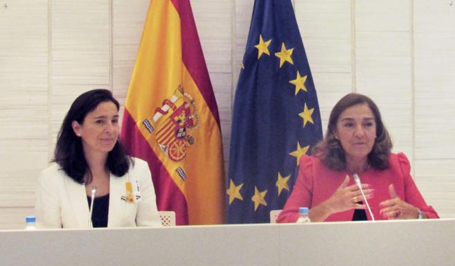 De izquierda a derecha, Carmen Plaza y Carmen Vela en la presentación...