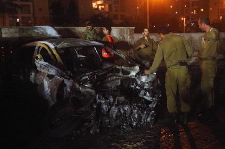 Daños causados por un cohete lanzado desde Gaza a Ashdot en Israel.