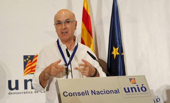 El líder de Unió, Josep Antoni Duran Lleida, hablando desde la...