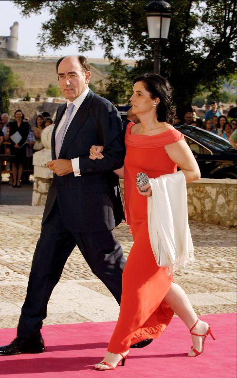 Sánchez Galán, con su esposa, Isabel García-Tabernero, en una boda.
